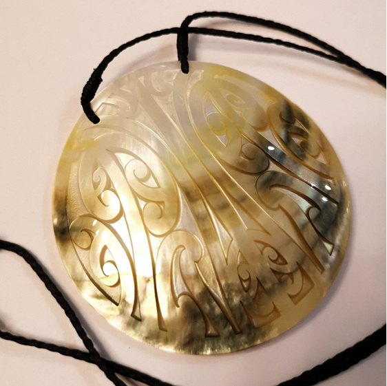 Gold Mangopare Mother-of-Pearl pendant