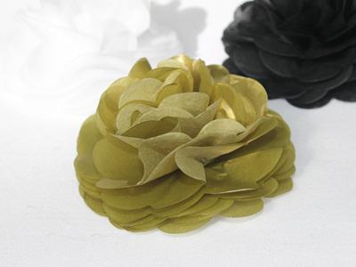 Gold tissue flower