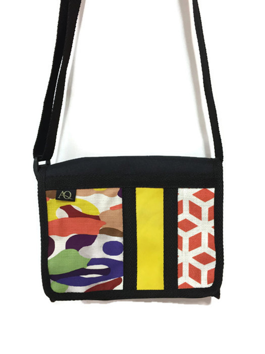 Great AQ satchel bag with a bit of yellow to brighten your day