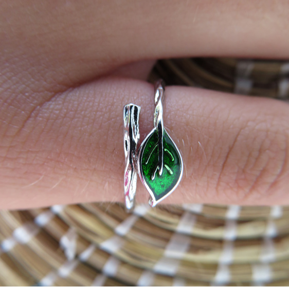 Green leaf sterling silver ring