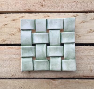 GREEN woven soap dish