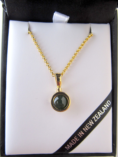 GS3013G Round greenstone pendant in 22 carat gold plated  with gold chain.