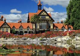 Holdson's 100 Piece Jigsaw Puzzle: Government Gardens, Rotorua