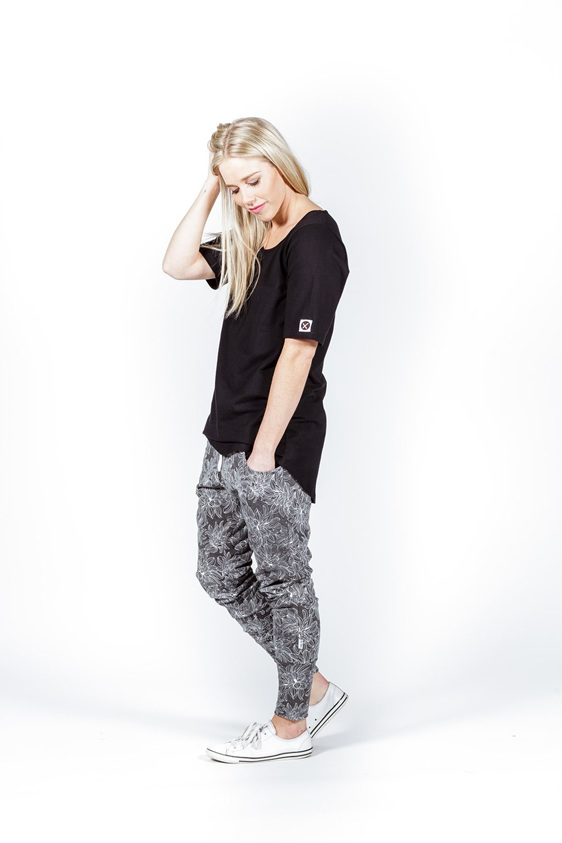 Home Lee Apartment Pants Grey W White Flower