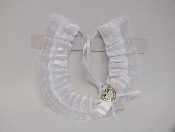 #Horseshoe#white#bride#bridal