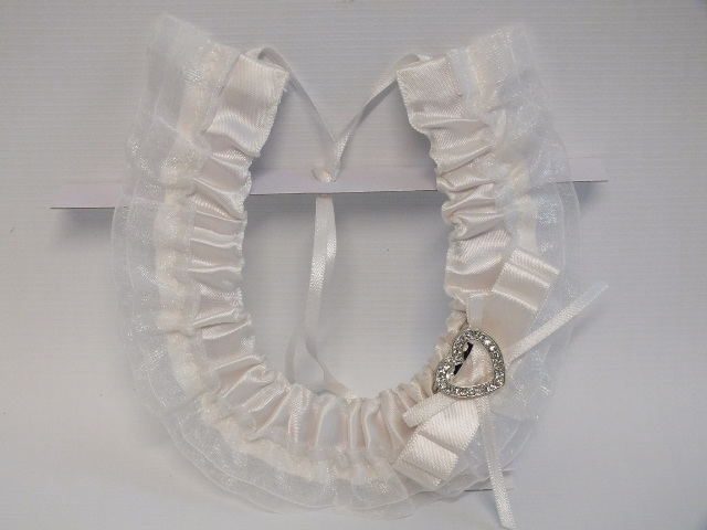 #Horseshoe#white#bride#bridal#wedding