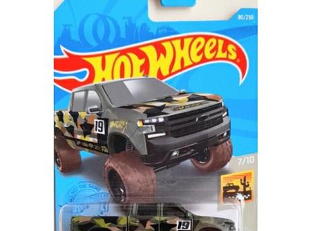 Hot Wheels Baja Blazers '19 Chevy Silverado Trail Boss LT