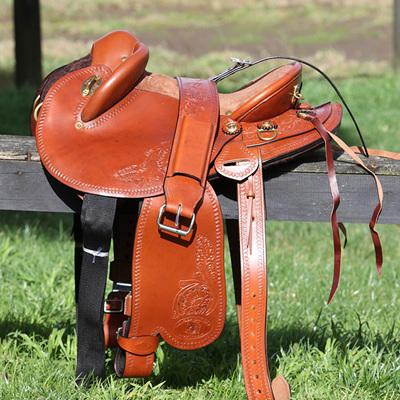 HP Swinging Fender Saddle: Medium Skirt with flower tooling
