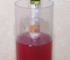 Hydrometer reading at approximately 1.046 closeup