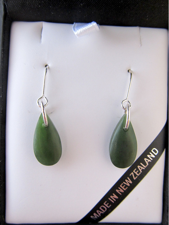 JE220 Silver wires drop-shaped greenstone earrings.