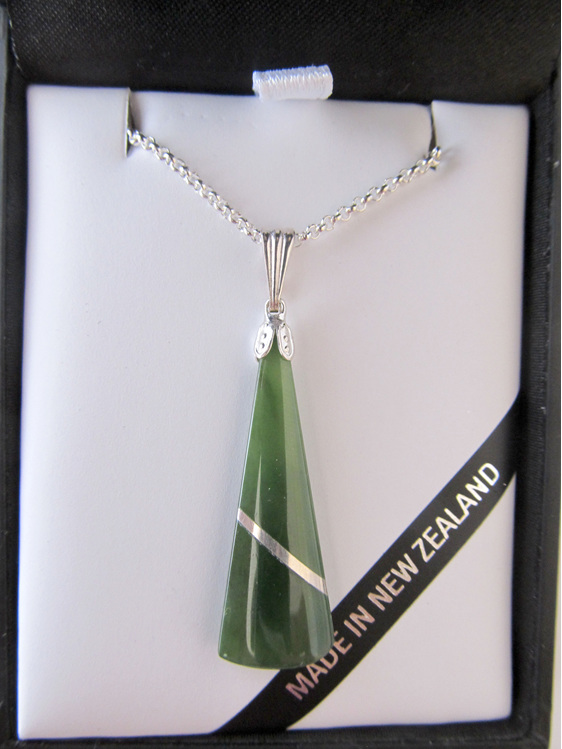 JI302 Greenstone wedge-shaped pendant with silver thread set in silver.