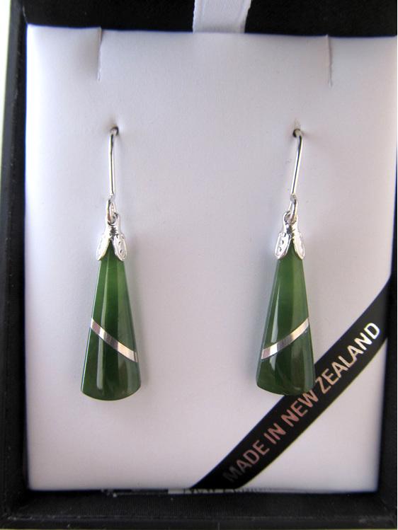 JIE402 Greenstone wedge-shaped earrings with silver thread
