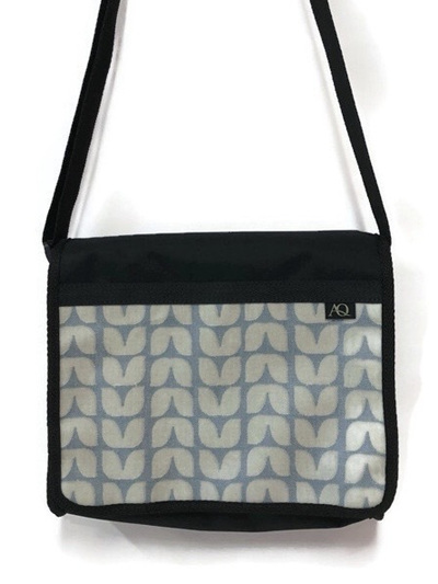 Kiwa satchel - blue leaf
