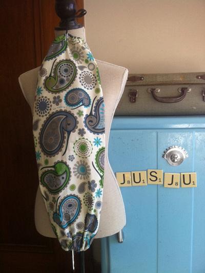 Kiwi paisley plastic bag holder