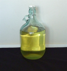 Kiwifruit wine ready to bottle