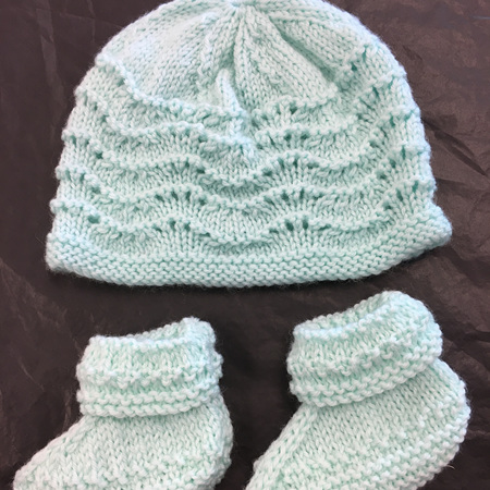 Knitted merino hat and bootee set 0-6 months - Light green
