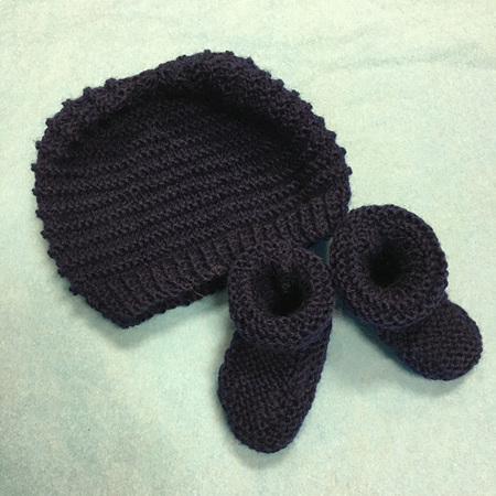 Knitted wool hat and bootee set 0-3 months - Dark Blue