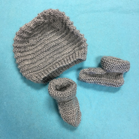 Knitted wool hat and bootee set 0-3 months - Grey