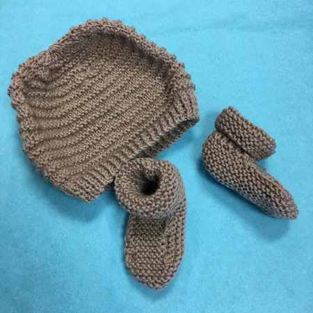 Knitted wool hat and bootee set 0-3 months - Light Brown