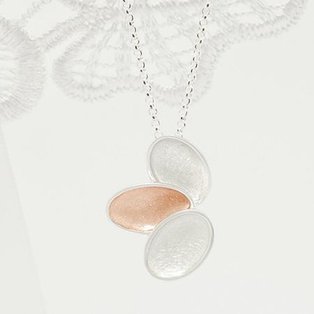 Kronblad pendant
