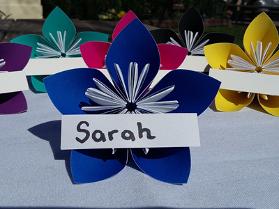 Large blue paper flower place cards