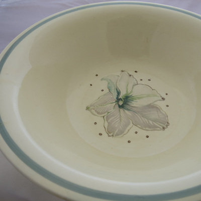 Large bowl Cream Lily Susie Cooper