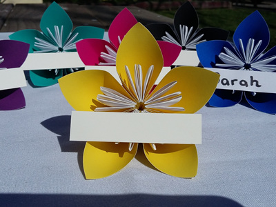 Large yellow flower place cards