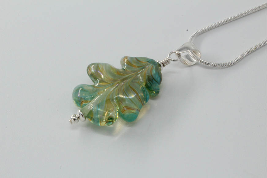 Leaf pendant - Elektra on clear