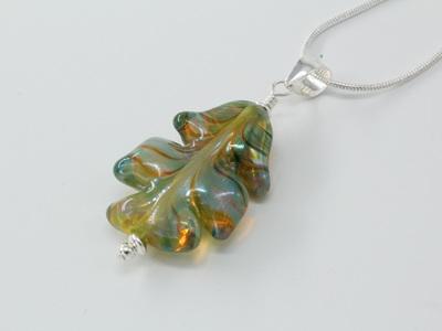 Leaf pendant - Elektra on pale emerald
