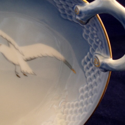 Leaf shaped dish in seagull pattern
