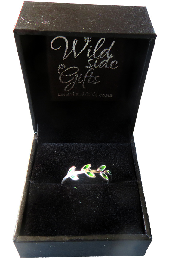 Leaflets ring in a beautiful jewellery box