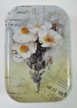 Little Vintage-Style Tin: White Flowers