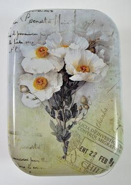 Little Vintage-Style Tin: White Flowers