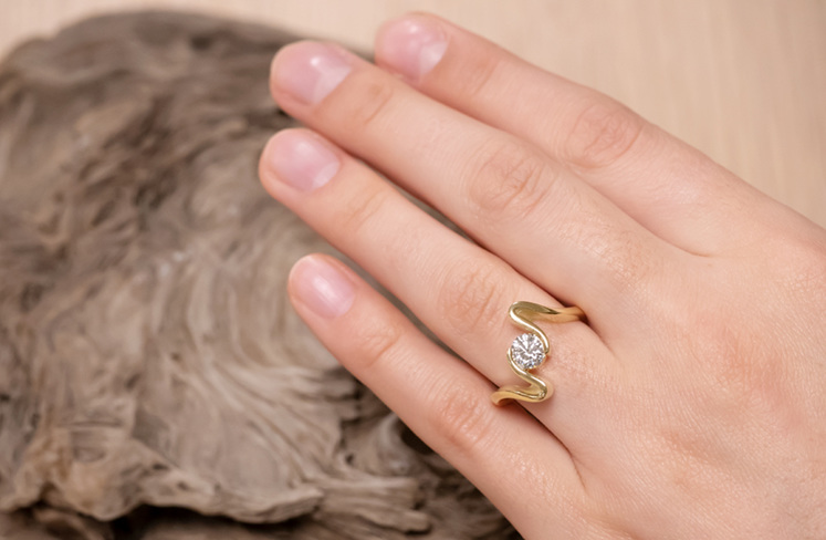 Lyall Ring in yellow gold from Sandrift Collection
