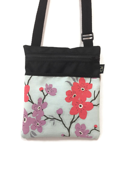 Made in NZ - a pretty blossom handbag