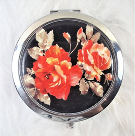 Make-Up Mirror: Red Roses