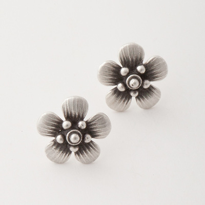 Manuka Blossom Stud Earrings