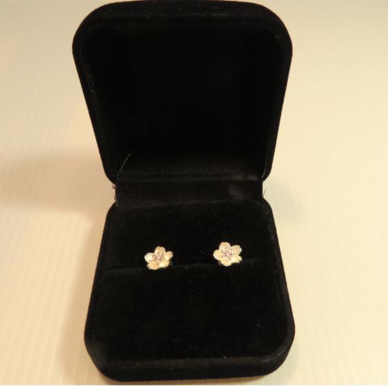 Manuka flower earrings