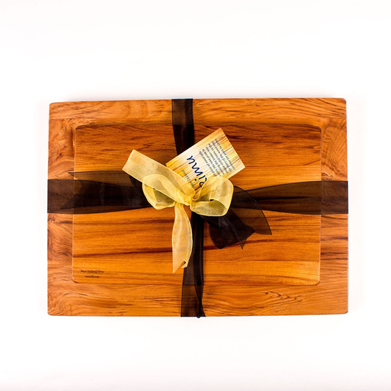 Medium Chopping Board with Great NZ Cheese Board Set