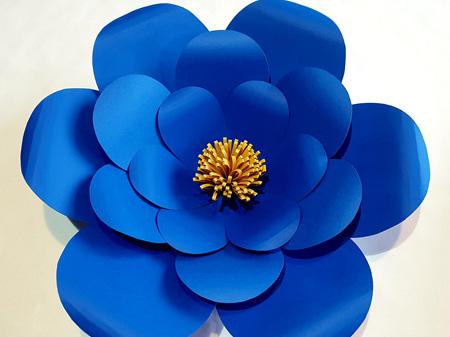 Medium Everly paper flower