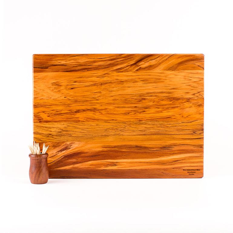 Medium heart rimu board - 350x250x20
