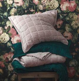 Meeka Comforter Set