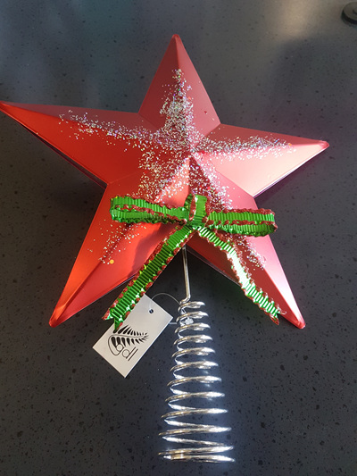 Metal red star tree topper