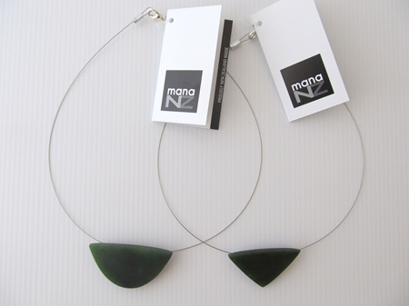 MJ28 Greenstone shapes on silver wire choker necklace.