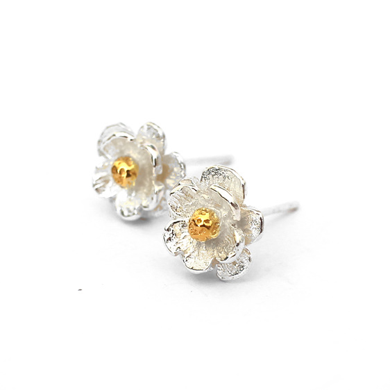mount cook lily studs gold sterling silver floral flower classic wedding nature