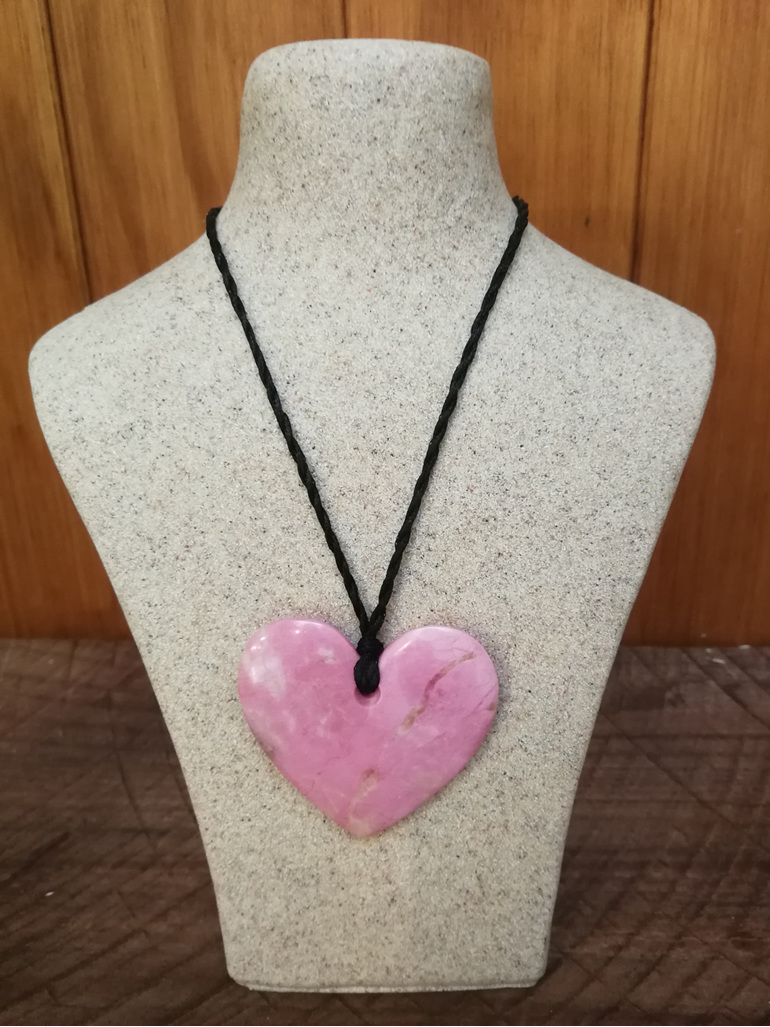 Murihiku Pounamu Rhodonite Heart by Gavin Thomson