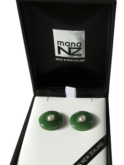 New Zealand greenstone round stud earrings with a pearl in the centre GS1115
