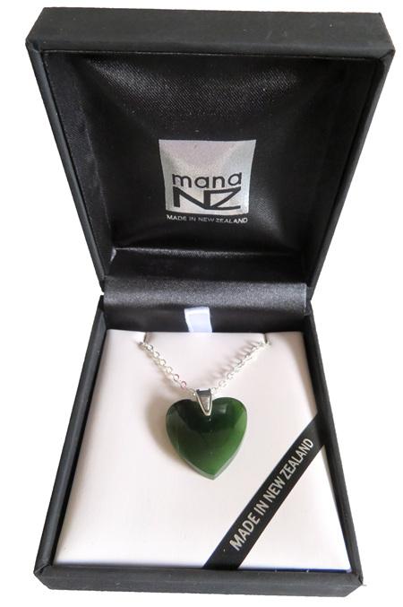 NN5038 Greenstone heart pendant