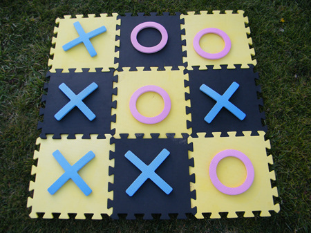 NOUGHTS AND CROSSES - Giant
