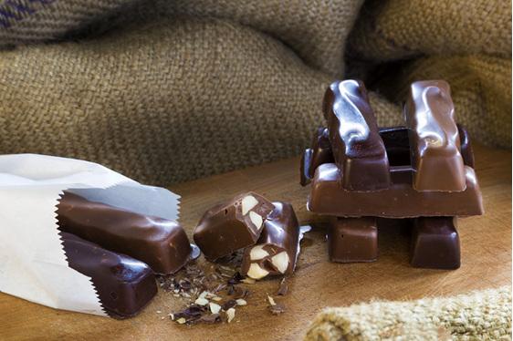 Ohiwa Macadamias dark chocolate Macalogs